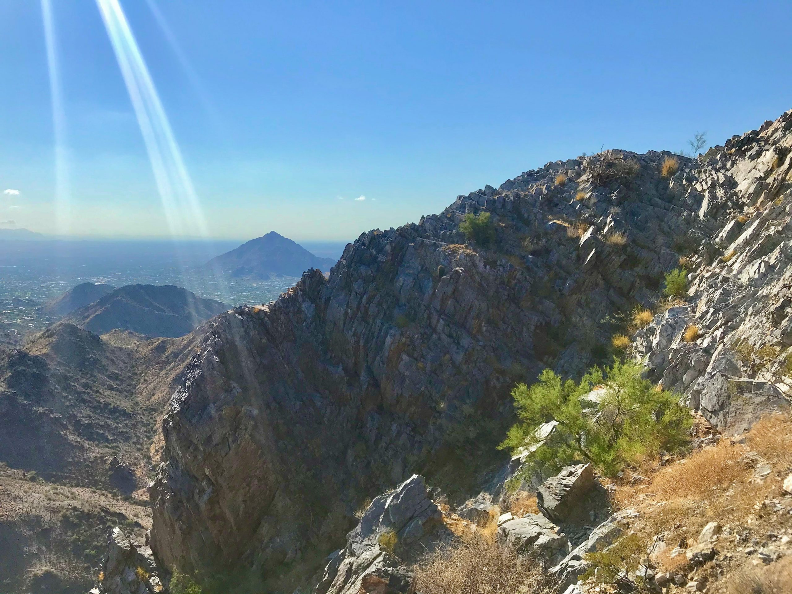 Piestewa vs Camelback? Which should you hike? Camelback from Piestewa